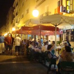 Restaurante junto al hotel. El hotel ofrece posibilidades de reservar con media pensión