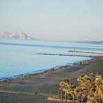 Paseando hasta el Puerto Deportivo con Gibraltar de fondo