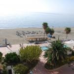 Playa habilitada para discapacitados con duchas, acceso al agua, carritos...