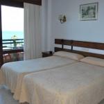 Habitación con balcón y vistas al mar